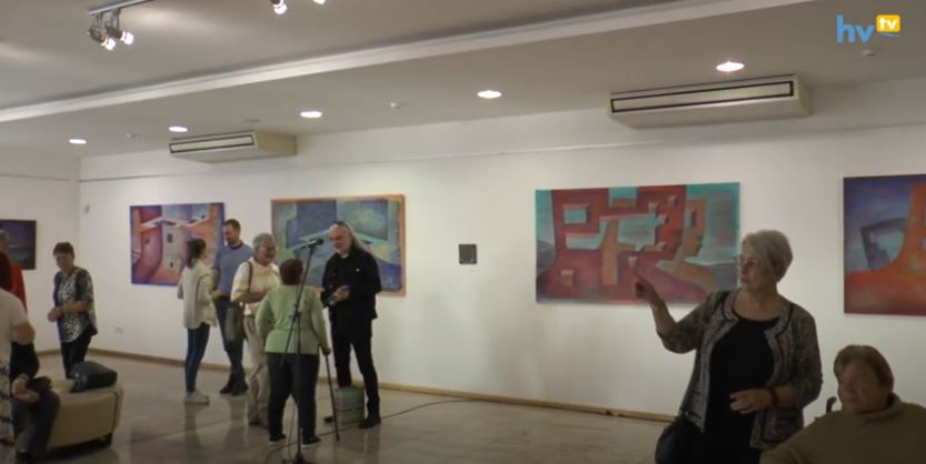 Többrétegű kiállítás a galériában